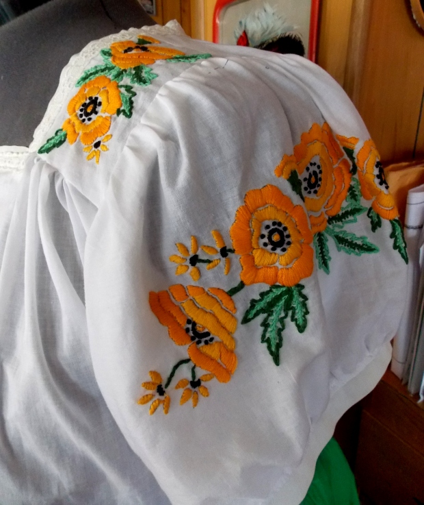 A 1940s Embroidered California Poppy Blouse Cali Co